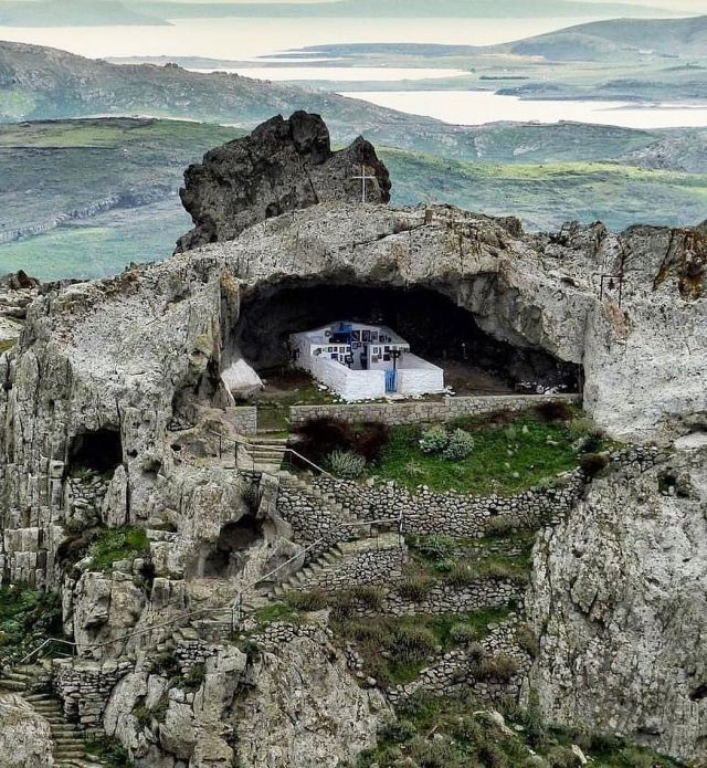 The #roofless #church of #Panagia #Kakaviotissa is one of the most #impressive of #GreekOrthodox #places of #worship. Sitting on #top of #Kakavos #mountain on #Limnos #island, it is as if it was #built so that the #faithful have #direct #communication with #God.   #Photo:ioannisgaliouris   #Fullstory: https://bit.ly/3grKLv1  . . #rooflesschurch #greekislands #theexquisite #divine_worldplaces #thisisgreece #greekchurch #hellogreece #liveyourmythingreece #photostagram #igdaily