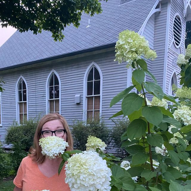 One of my sweet & funny vintage seller friends here in IG came up w a fun idea of posting a photo w your favorite flower, covering your face, you have to check hers out! Mine are hydrangeas (this year!) but mine in my yard are at the end of their beautiful color cycle. 💐So my husband & I jumped on our golf cart hunting flowers in town. Another favorite of mine are peonies ~ they are all done tooo! I do have a couple sunflowers but wanted to turn it into a hunt!  💐 Here's the best photo ~ hydrangea beard, totally natural! And the old church in the background, is a home here in New Harmony!  💐Just for fun I'm sharing the out take photos in my stories! We had fun looking…together! Thanks Jeanette! Plz tell me in the comments if you did it too so I can go see yours! What's your favorite flower? Is it still blooming? 💐 💐 #firehouseantiques  #flowersandfriends  #visitnewharmony  #hydreangeas  #oldchurches  #flowerfriend  #etsysellersofinstagram