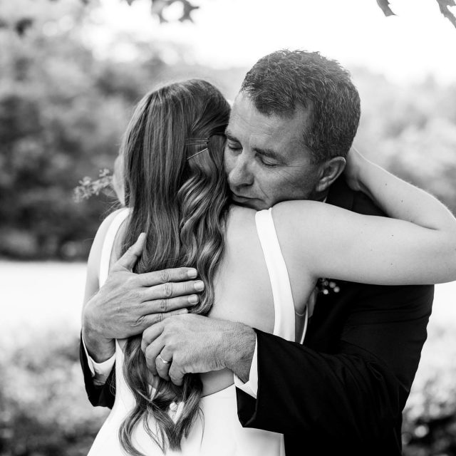This father/daughter first look has me in tears right now. cassivaught, I'm so glad you decided to take a moment to do this before the ceremony. ❤️