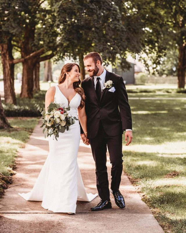 Happy Monday! I hope your day is off to a great start but incase you need a pick-me-up this morning, Cassi & Blake's beautiful, heart-felt wedding day is on the blog! Huge thanks to: eventsofharmony houseofwhitebridal nataliejosephs_salon graciemaes17 peregrinemediapro
